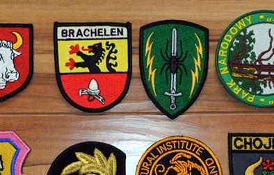 Herby wykonane przy użyciu haftu komputerowego