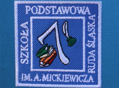 Szkoła Podstawowa nr 7 w Rudzie Śląskiej tarcza szkolna haftowana